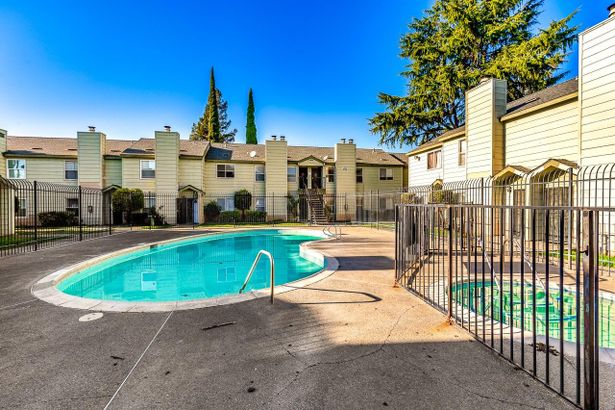 8236 Center Parkway #60