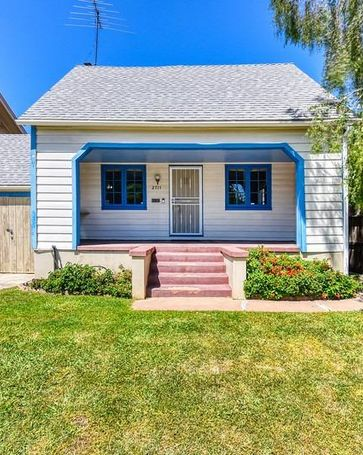 2711 V Street Sacramento, CA, 95818