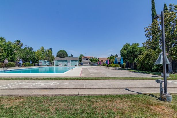 8062 Bayberry Court