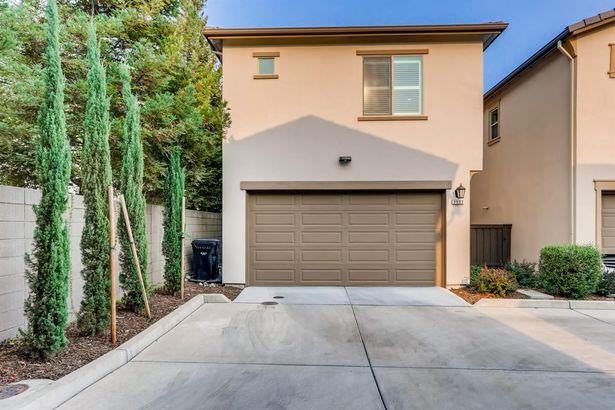 2537 Villa Terrace Lane