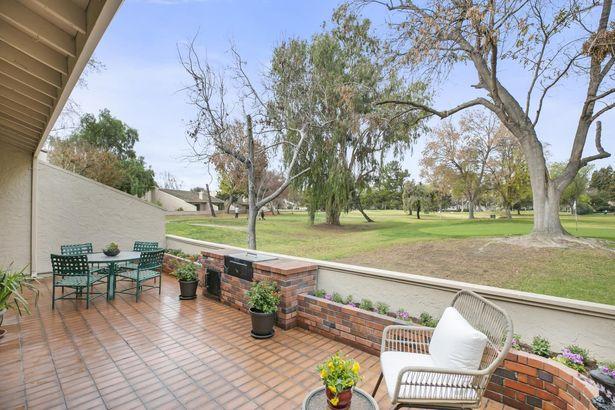2405 Golf Links Circle