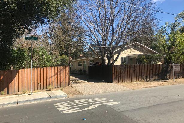 1395 Santa Cruz Avenue
