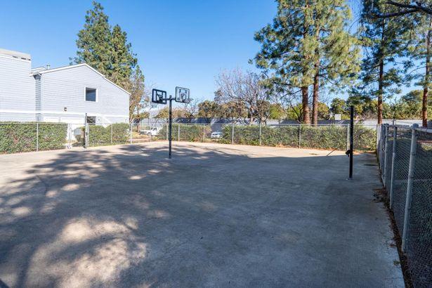 1456 Four Oaks Circle