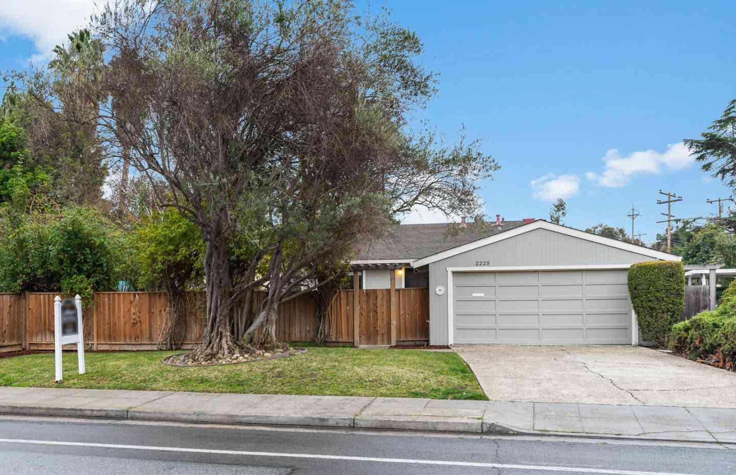 2225 West Middlefield Road, Mountain View, CA, 94043,