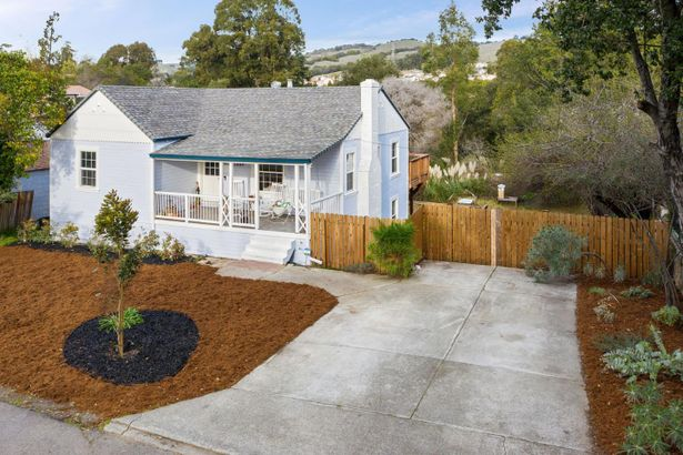 22884 Valley View Drive