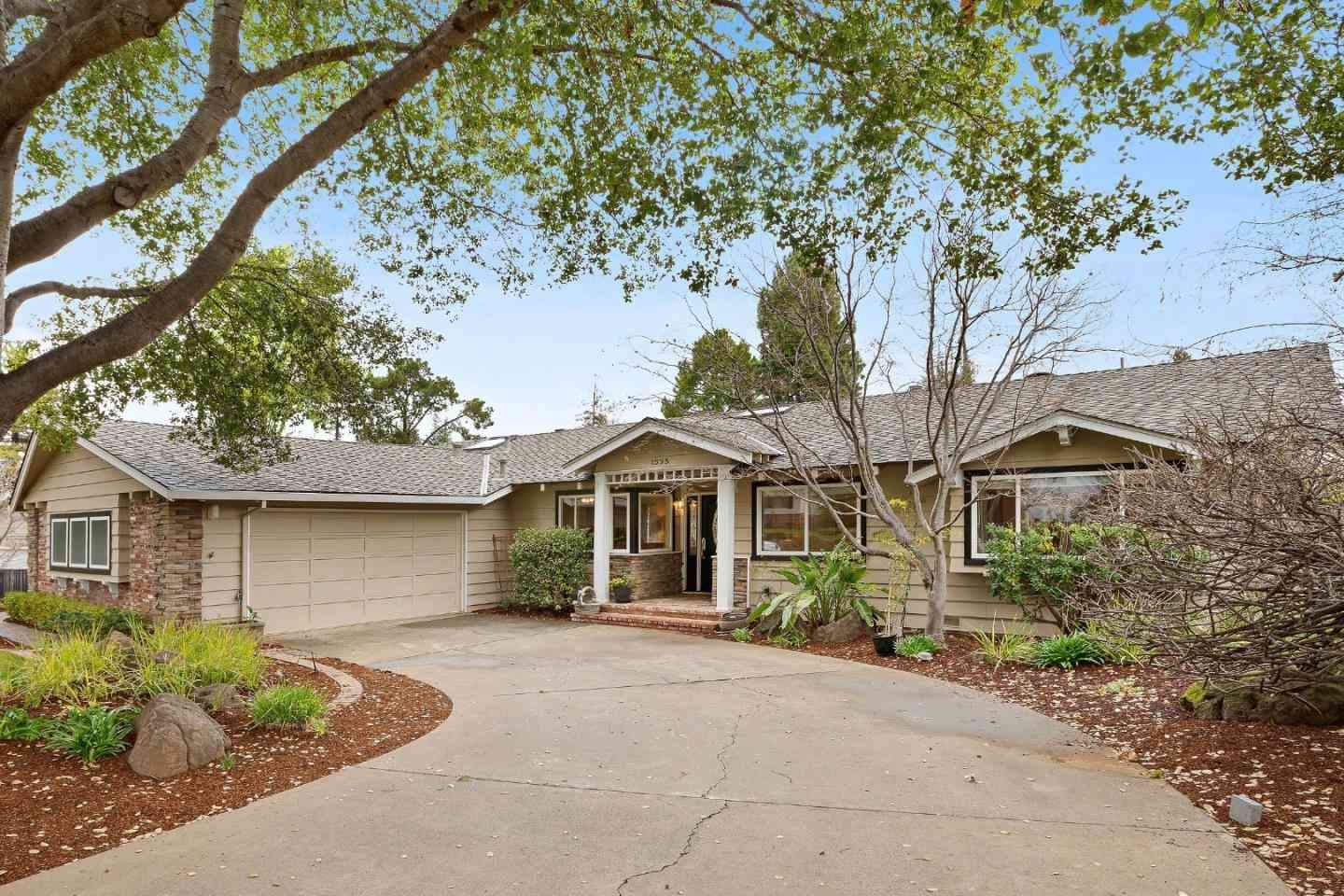 1555 Wistaria Lane, Los Altos, CA, 94024,