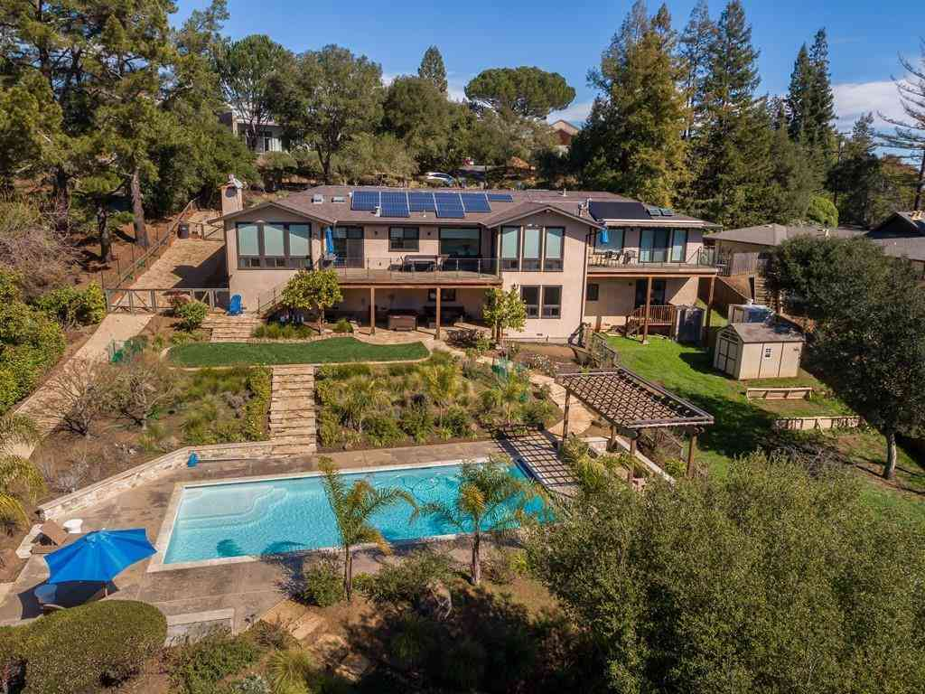 67 Hillbrook Drive, Portola Valley, CA, 94028,