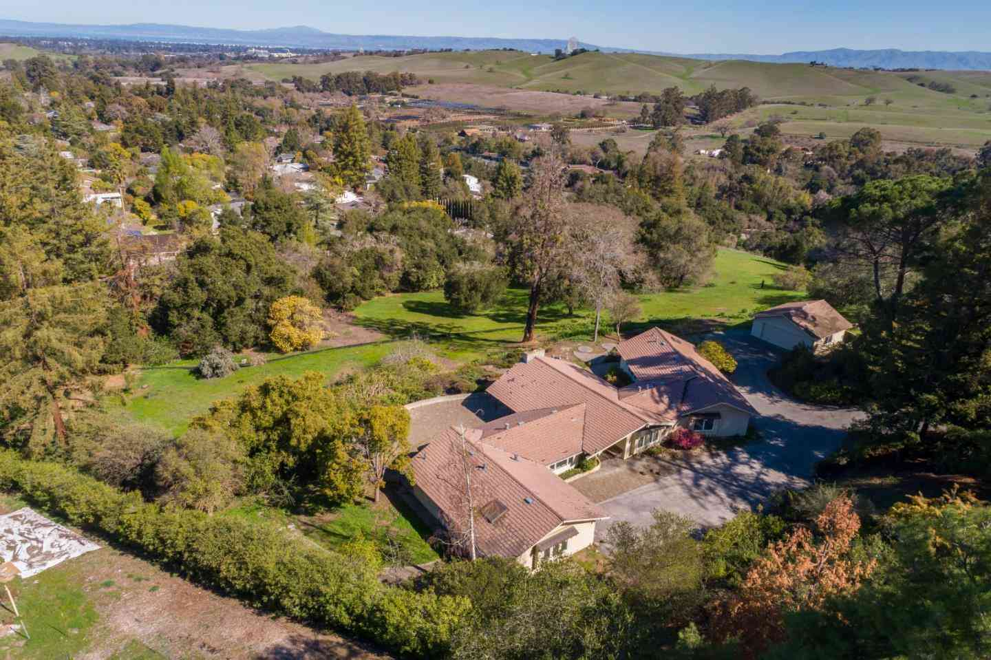 300 Alamos Road, Portola Valley, CA, 94028,