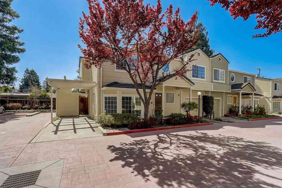 2061 Rialto Court, Mountain View, CA, 94043,