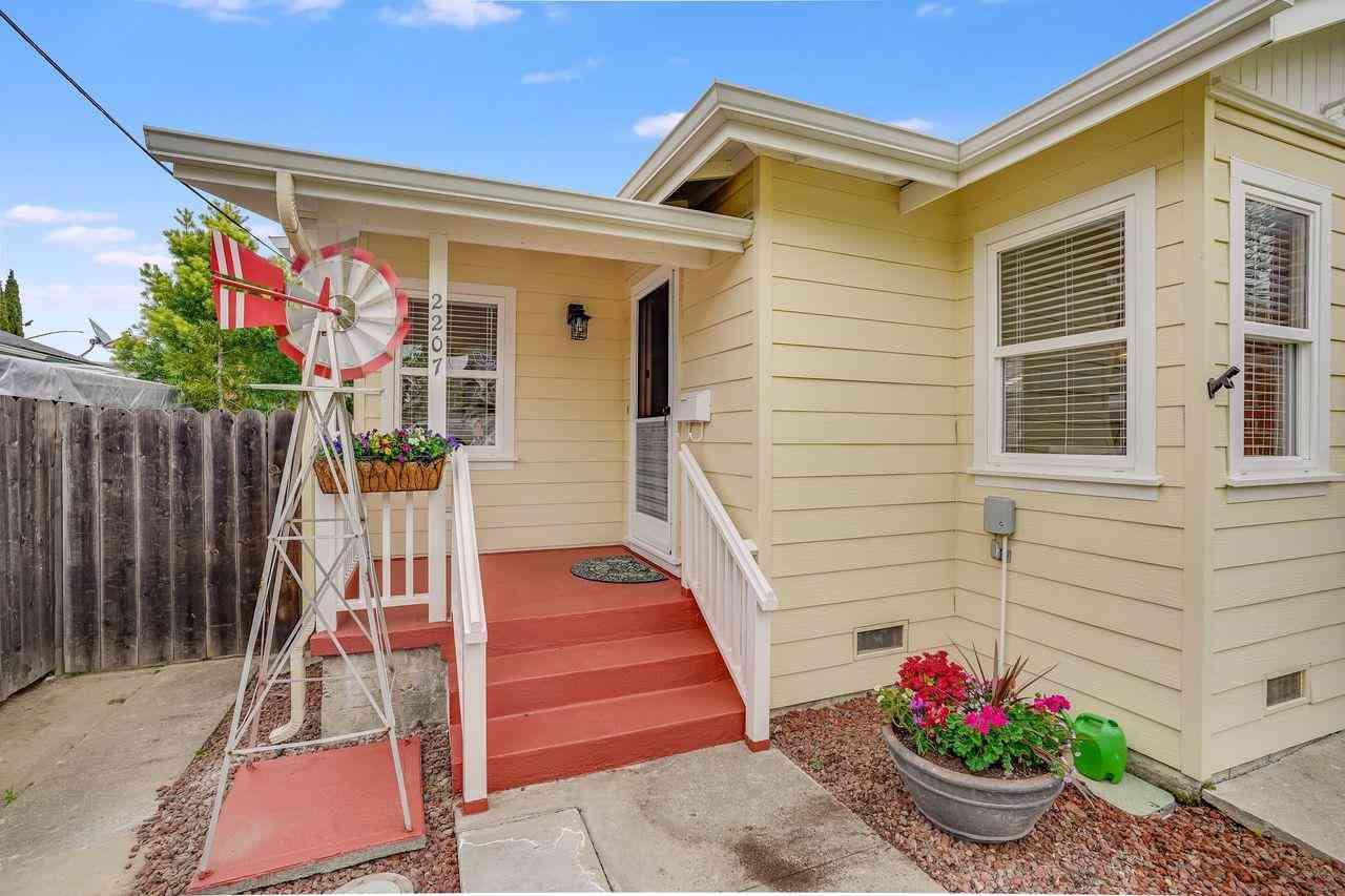 2207 Flores Street, San Mateo, CA, 94403,