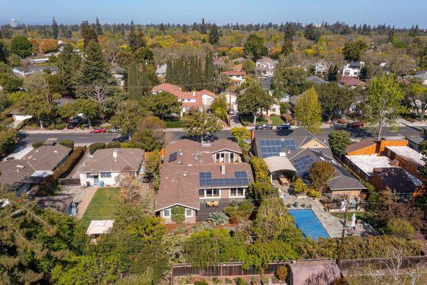 946 North California Avenue
