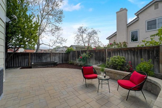 1298 Thorn Valley