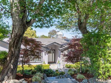 109 Los Robles Drive, Burlingame, CA, 94010,