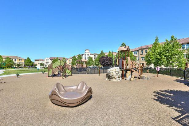 732 Amalfi Loop