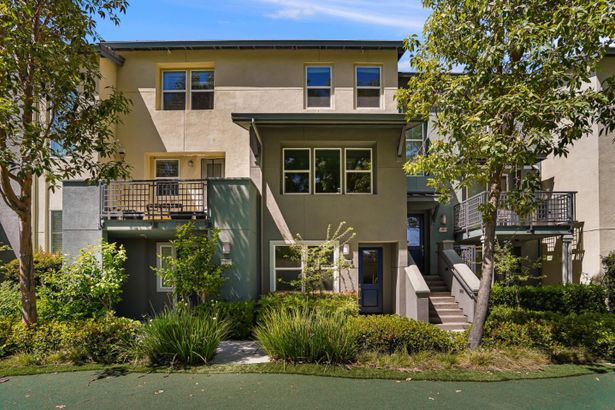 978 Crestline Terrace