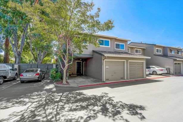 486 Hollyberry Court