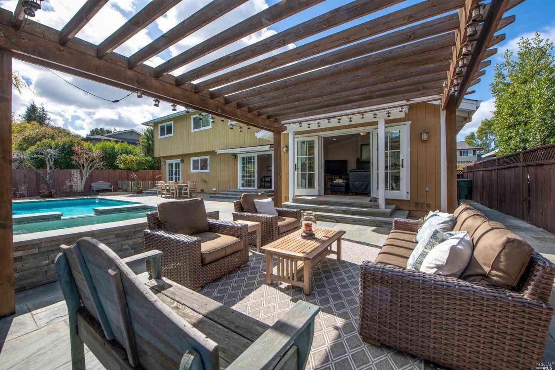 17 Piper Court , Novato, CA, 94947,