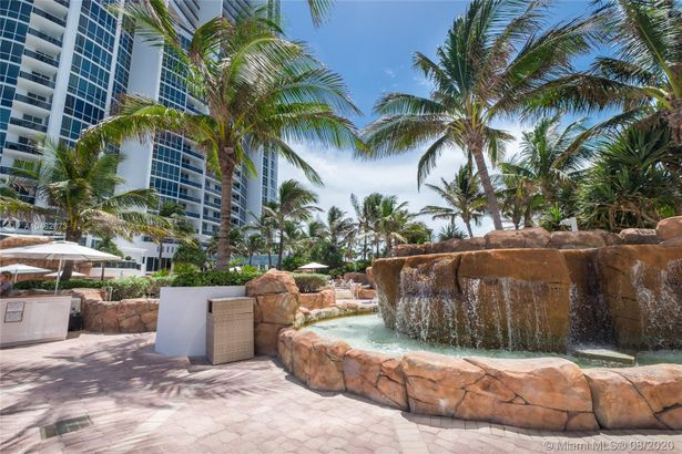 18201 Collins Ave #601A