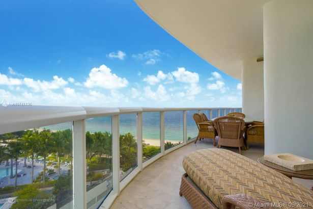 9601 Collins Ave #903