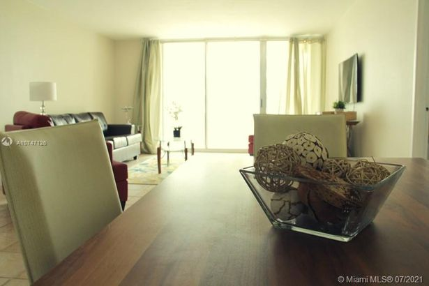 5151 Collins Ave #427