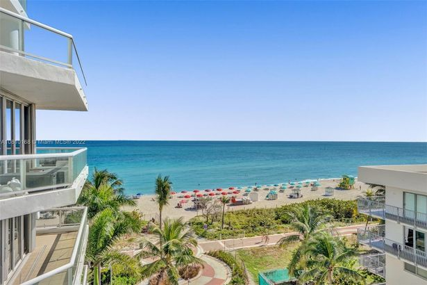 4201 Collins Ave #601