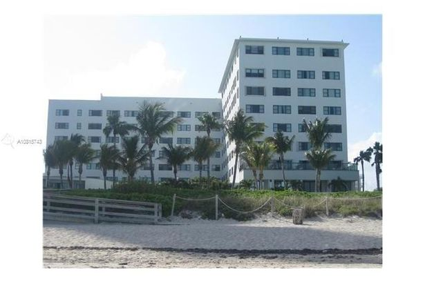 6345 Collins Ave #638