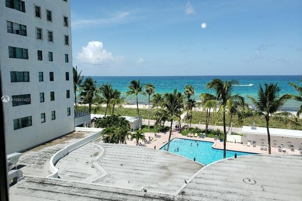 6345 Collins Ave #606