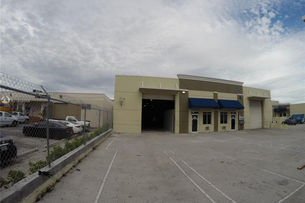 17401 NW 2 ave #108-109