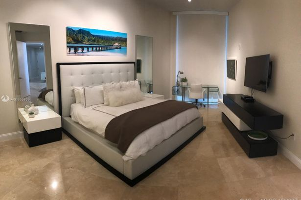 15811 Collins Ave #3507
