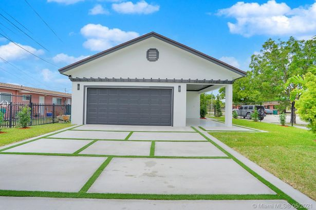 881 NW 10th Street