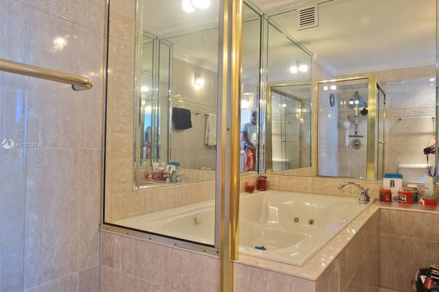 7135 Collins Ave #1215
