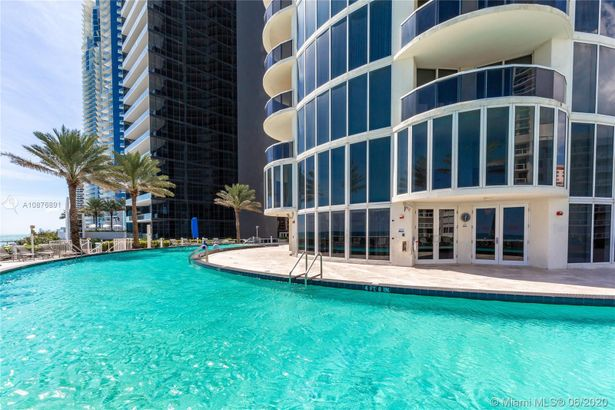 17201 Collins Ave #1107