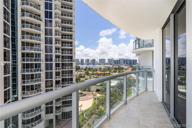 18683 COLLINS AVE #1001