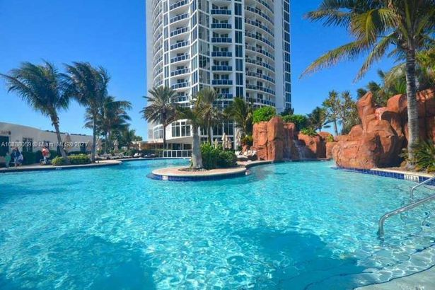 18001 Collins Ave #1216