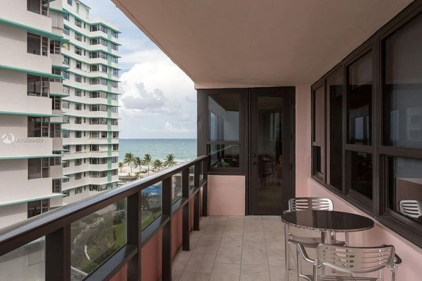 5225 Collins Ave #820