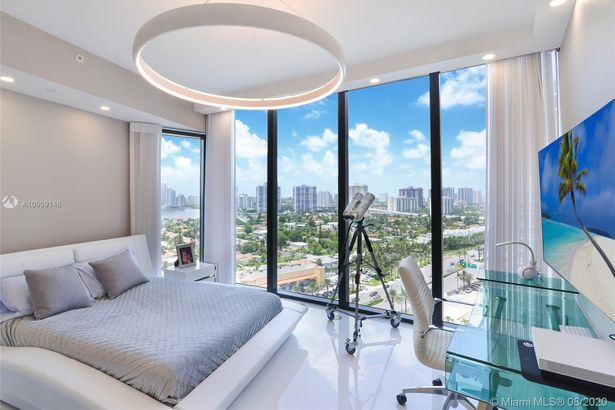18555 Collins Ave #1605