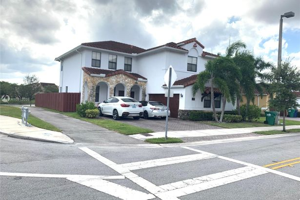 953 NW 104th Ave