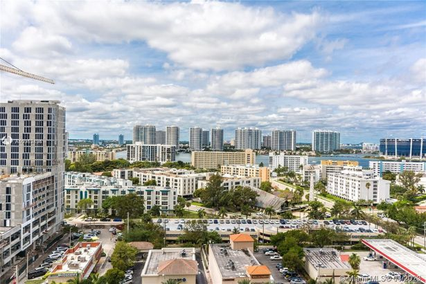 17875 Collins Ave #1606