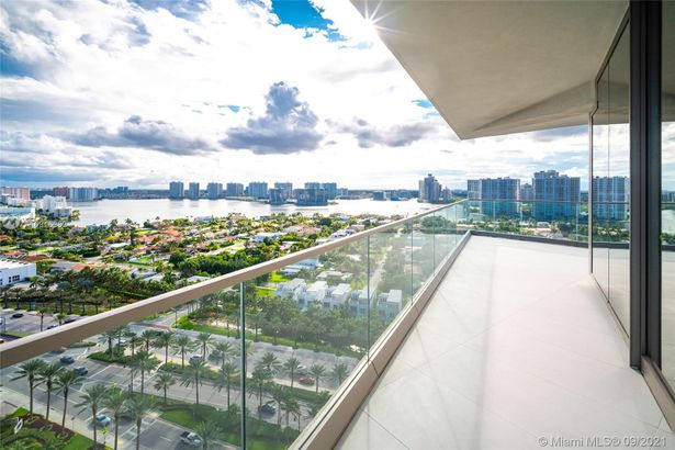 18975 Collins Ave #1705
