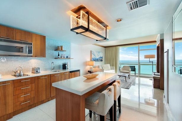 6801 COLLINS AVE #717