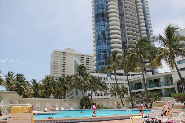 6345 Collins Ave #301