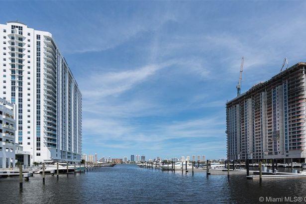 17301 Biscayne Blvd #1803 Waterviews