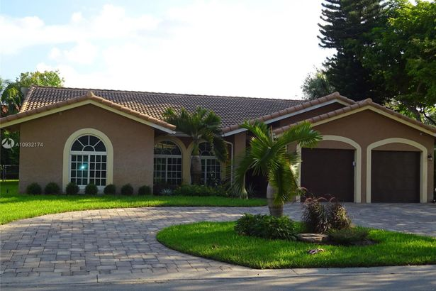 8140 NW 50th St