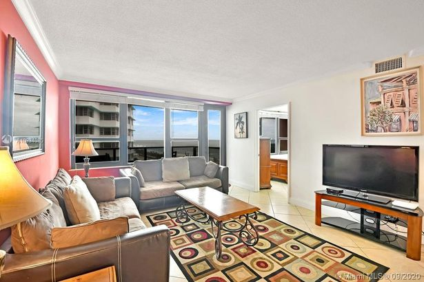 5225 Collins Ave #1006