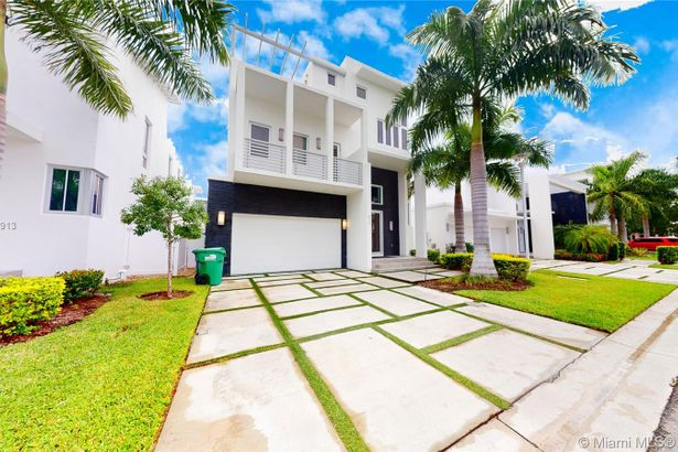 8237 NW 33rd Ter