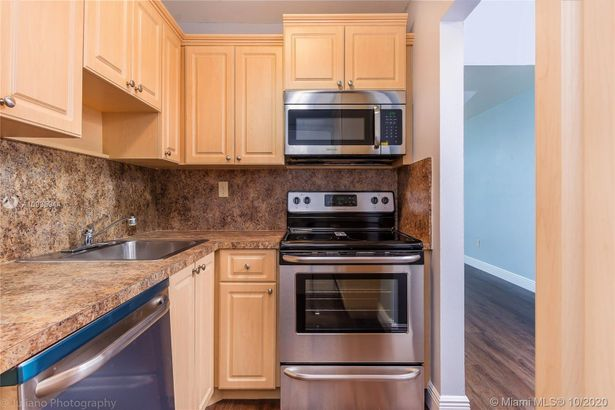 2899 Collins Ave #1505