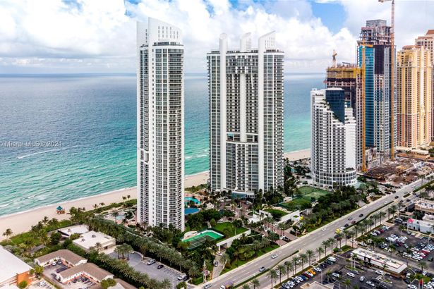 18101 Collins Ave #SPA301