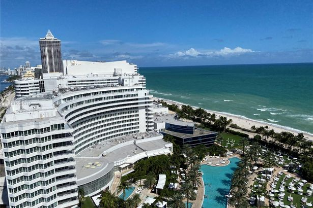 4401 Collins Ave #2105