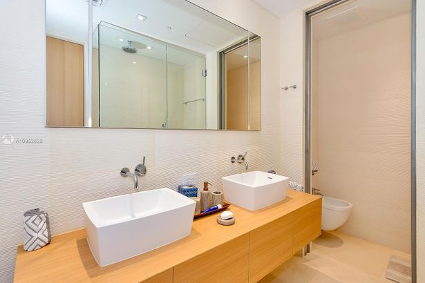 3651 Collins Ave #400/500