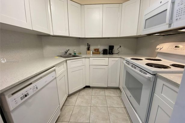 5225 Collins Ave #1608